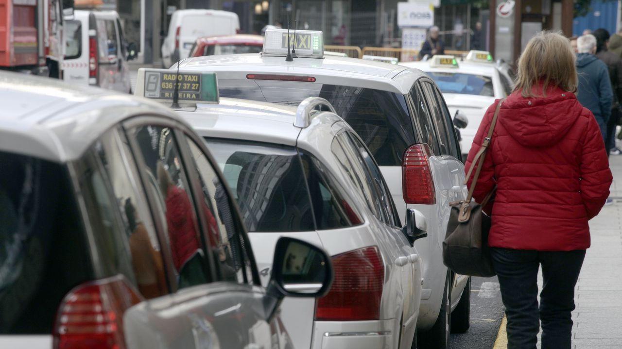 Una parada de taxis de Ribeira funcionando con total normalidad