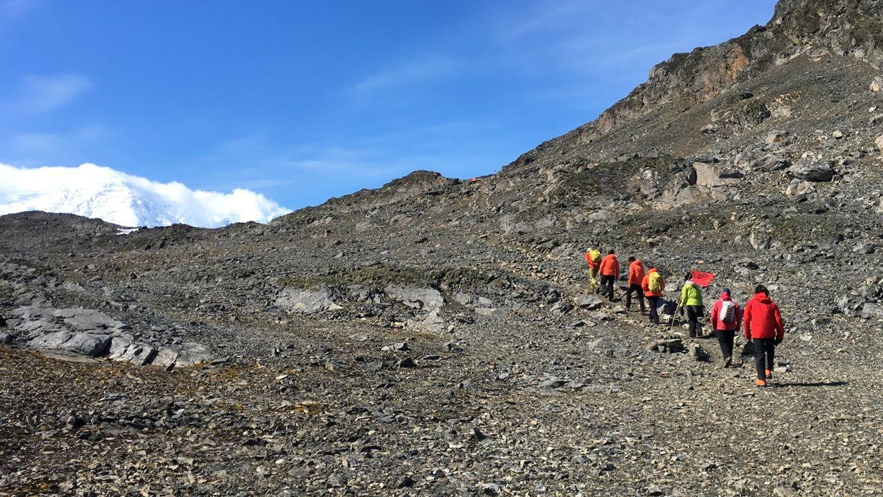 Perforando el hielo de la Antártida.Las altas temperaturas hacen que en algunas zonas de las Shetland del Sur, como la isla Decepción o Livingston no haya apenas nieve