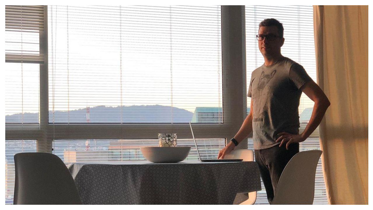 El primer paciente de coronavirus de Vigo sale de la UCI.Xavier Canseco estrenó su piso este jueves por la tarde, y solo tiene que abonar los gastos (agua, electricidad...) que genere durante el tiempo que lo use