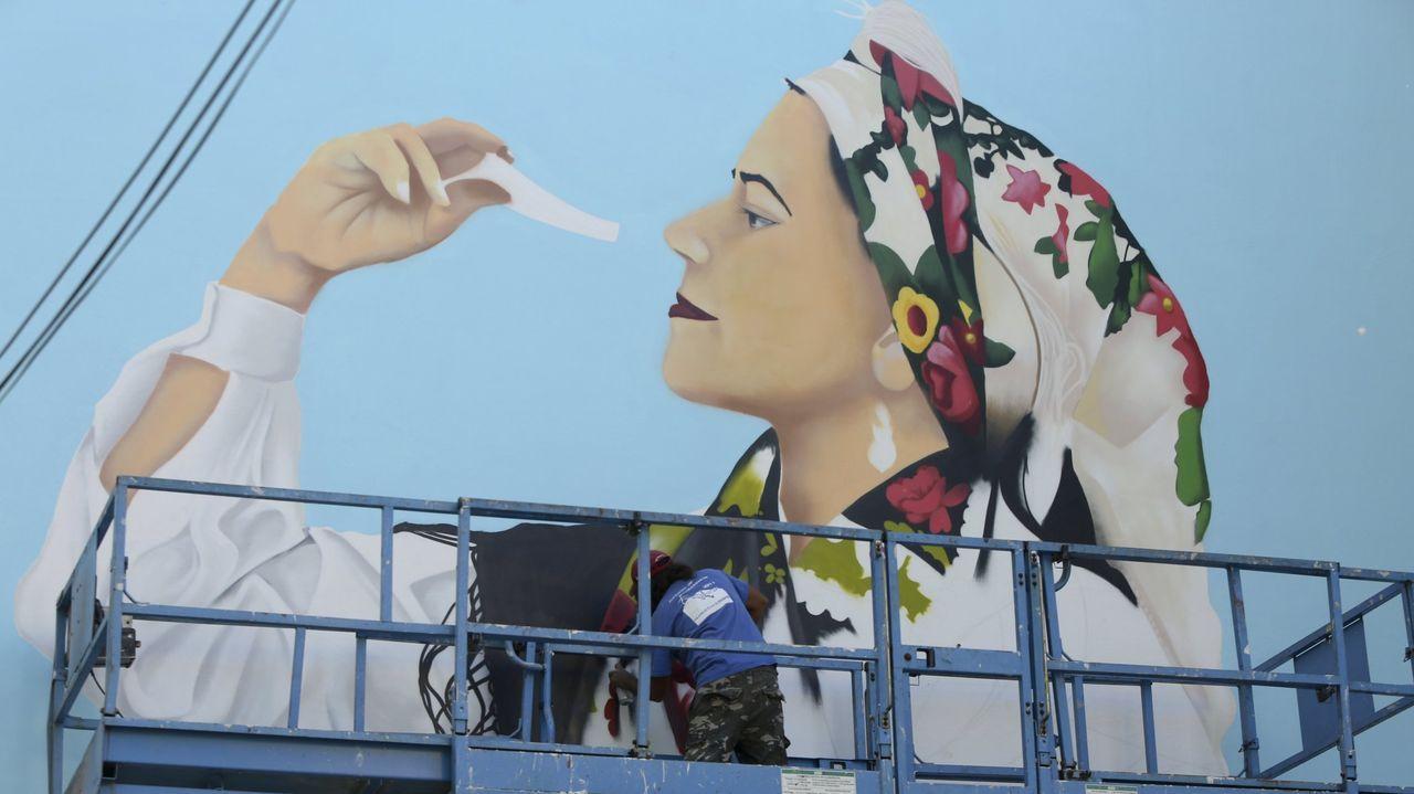El Porto de Dexo funciona como un perfecto mirador a A Marola.Intervención durante la última edición de las Meninas de Canido.