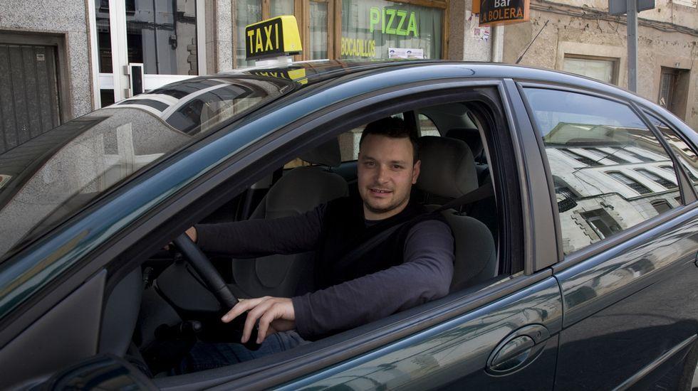 Javier Acebrás Villar. Taxista y conductor de autobús en A Pontenova.