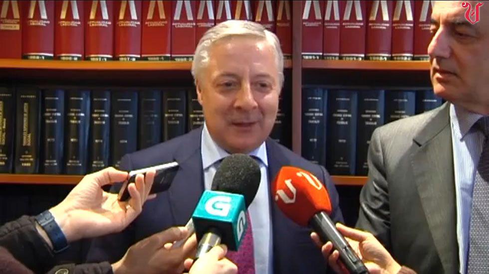 José Blanco: «Si hay algo claro es que estoy descartado».Pilar Cancela preside la reunión de la gestora del PSdeG-PSOE