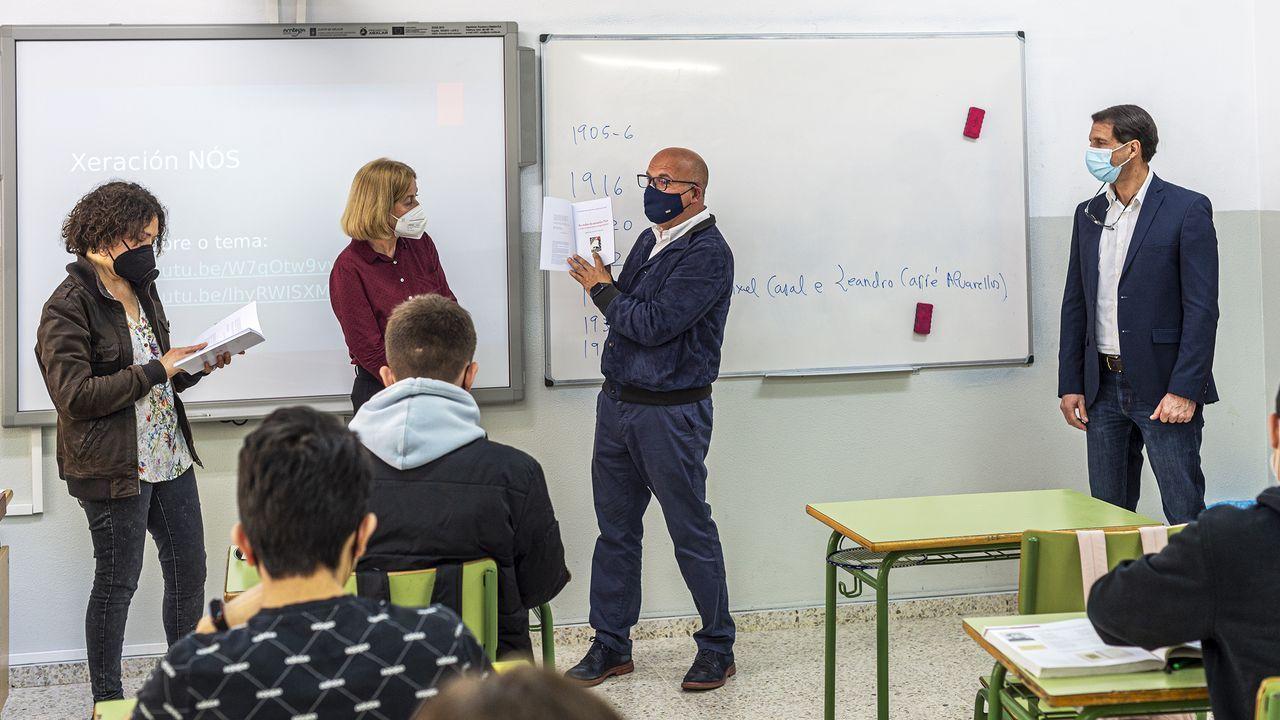Baltar clausuró la Semana Escolar das Letras visitando el IES Blanco Amor