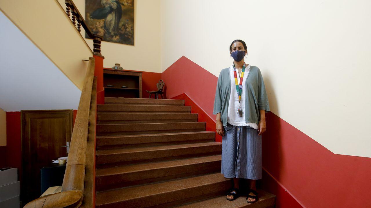 Ellos hacen deporte con la mascarilla puesta.Julieta Giménez, directora del colegio Esclavas, en uno de los accesos