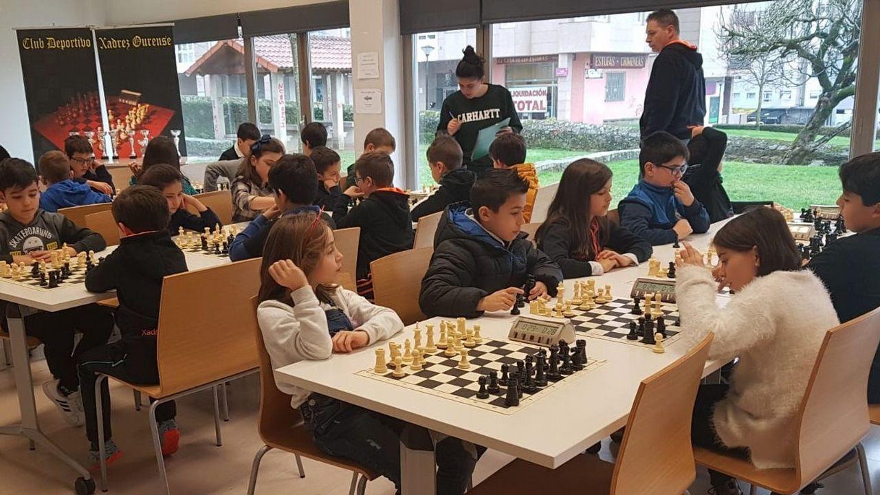 Campeonato provincial de ajedrez.Ana Taboada y Mercedes González en una presentación de la Universidad Popular Ovetense
