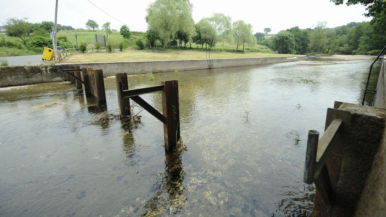 A 35 grados y sin playa fluvial en Vilatuxe
