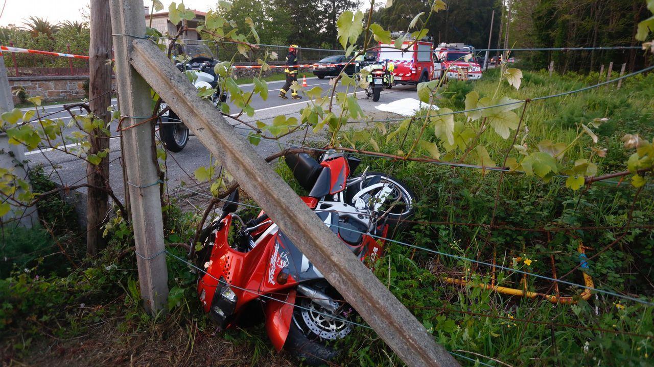 Accidente de moto en la carretera Catoira - Valga con una muerta.Imagen tomada de la cuenta de Facebook de Alberto Chaves, víctima con su pareja de la matanza terrorista del Domingo de Resurrección en Sri Lanka