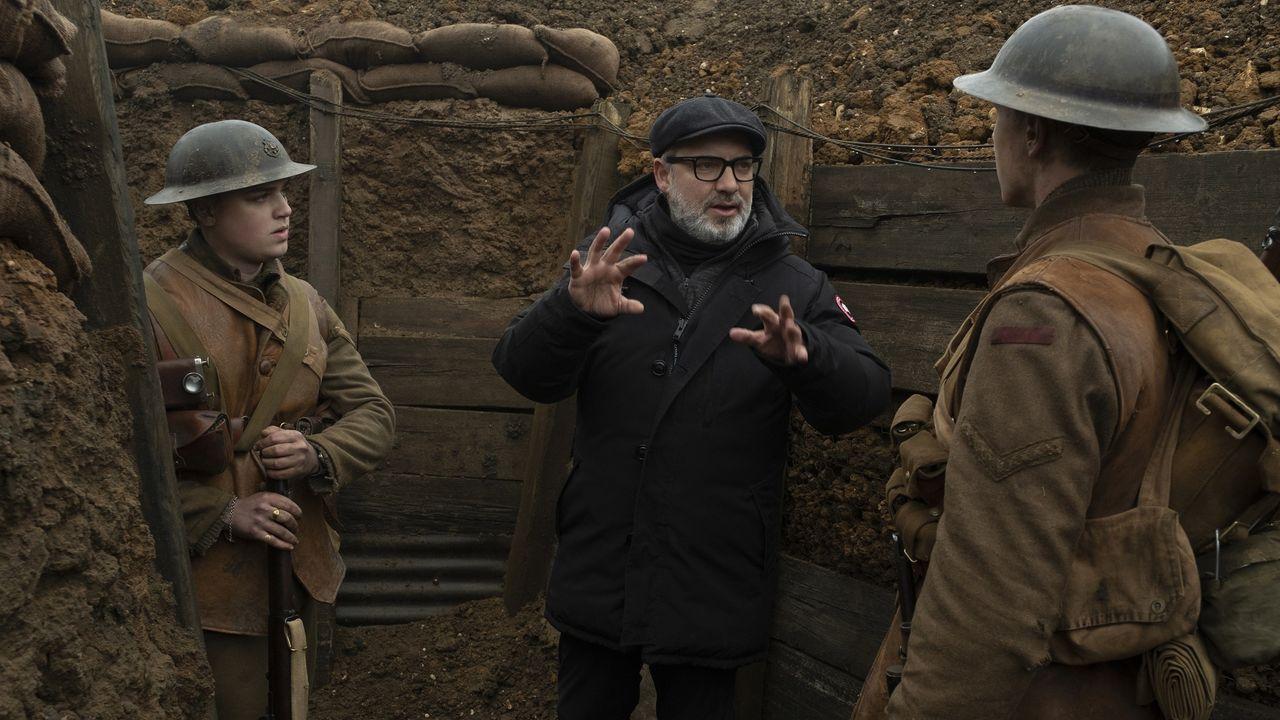 «Parásitos» hace historia en los Óscar.Sam Mendes, dando instrucciones a dos actores durante el rodaje del filme «1917»