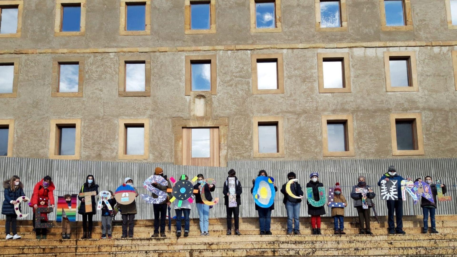 Los participantes de la iniciativa, delante de Tabacalera
