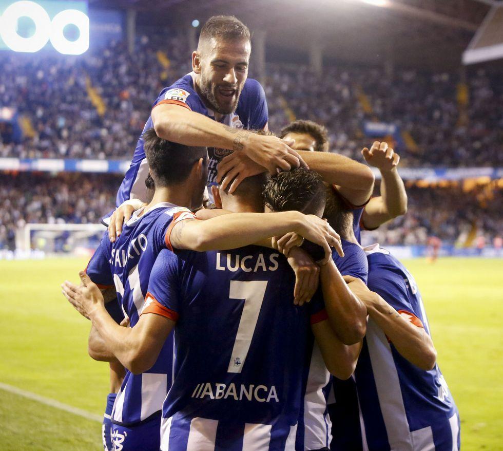 Los jugadores del Dépor celebran el gol del empate, el sexto de Lucas esta temporada.
