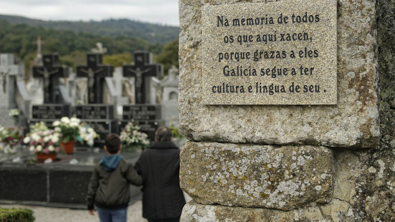 Cementerios singulares de Ourense.Cementerio parroquial de San Verísimo en Celanova. Acoge la tumba del poeta Celso Emilio Ferreiro.