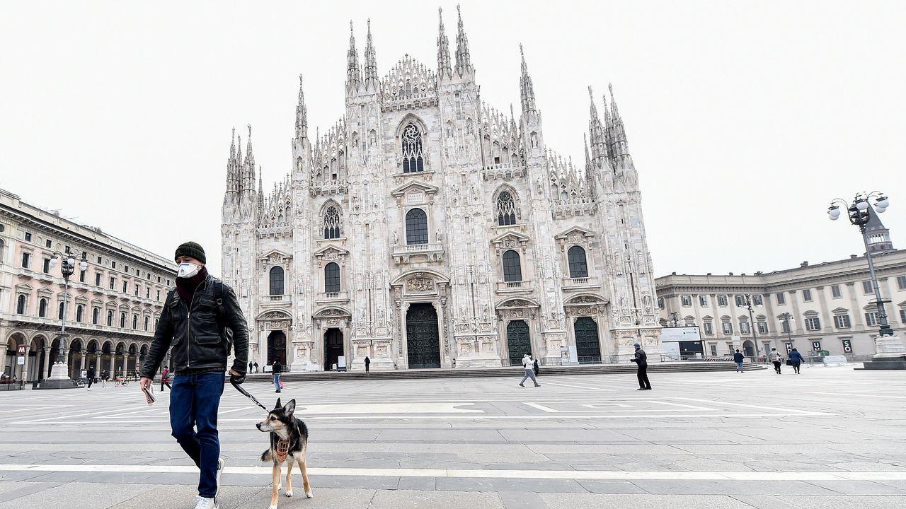 Plaza de la Duomo de Milán, completamente vacía