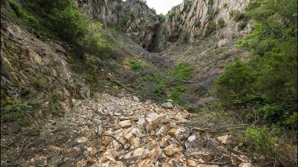 Restos de cuarcita en la mina de O Covallón