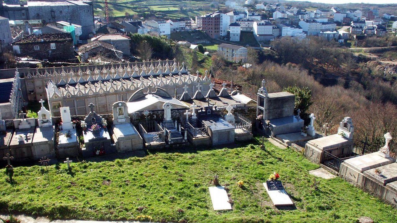 Cementerios singulares de Ourense.El de Castro Caldelas tiene una vista panorámica sobre la Ribeira Sacra.