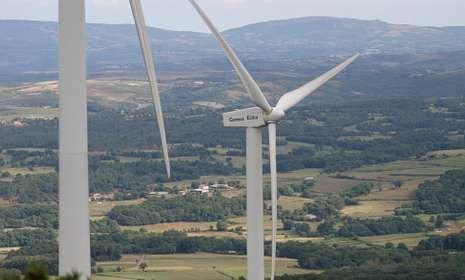 En el monte Carrio se sitúa uno de los parques eólicos que genera ingresos para Lalín y Vila de Cruces.