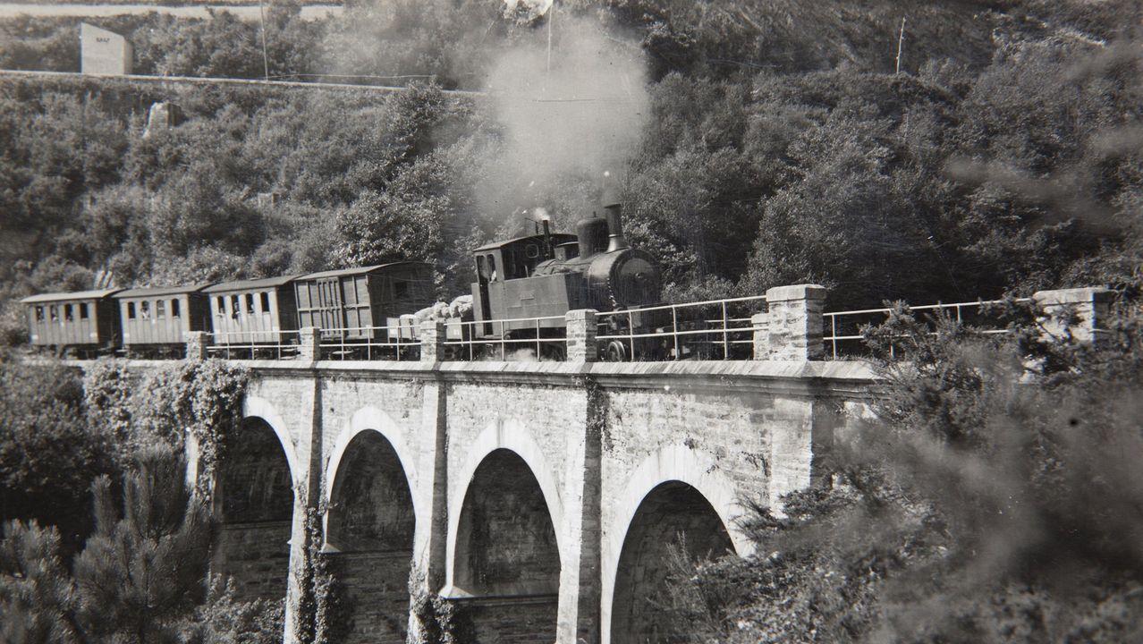Ribadeo tuvo tren en 1903 al inaugurarse la línea que llegaba de Vilaoudriz con mineral de hierro de esa zona (en la imagen, un tren de esa línea en el viaducto de Pé da Viña)