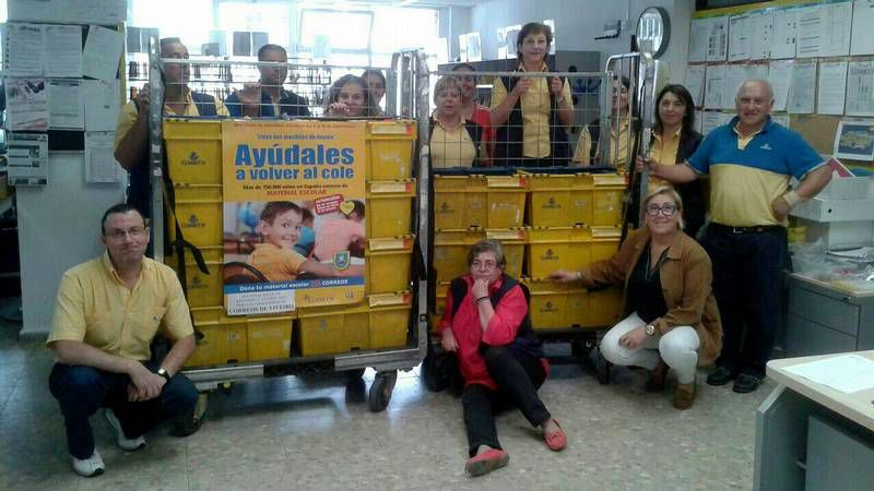 Letizia participa en el día de la Banderita de la Cruz Roja.La comisión de fiestas preparów 1.200 kilos de sardina.