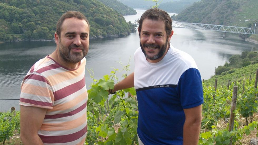El etarra Santi Potros sale de prisión tras cumplir 30 años de condena.Los turistas se protegen de la lluvia en Oviedo