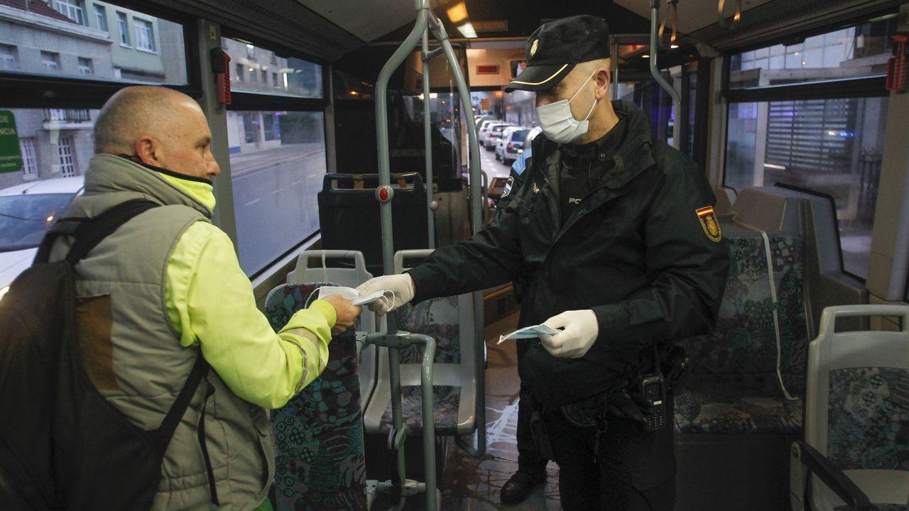 Las imágenes del fin de la hibernación empresarial en Ferrol.La compañía alquiló autocaravanas para su personal de guardia, pero no está previsto que finalmente sean utilizadas