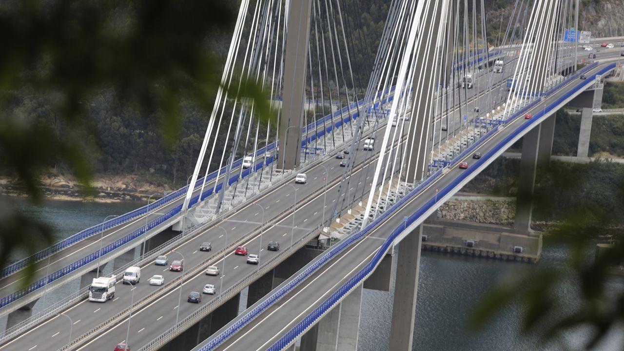 Tráfico en el puente de Rande