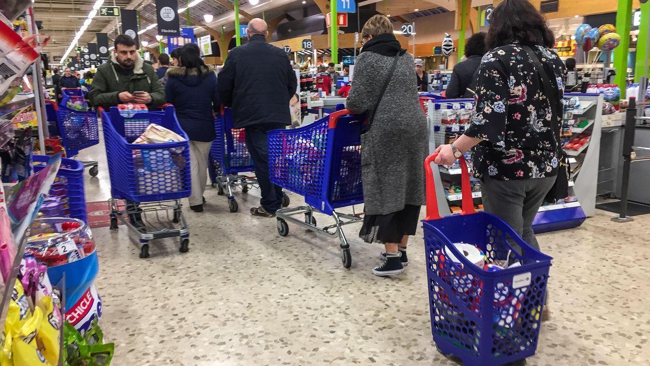 La afluencia a los supermercados ha sido muy superior en los últimos días.