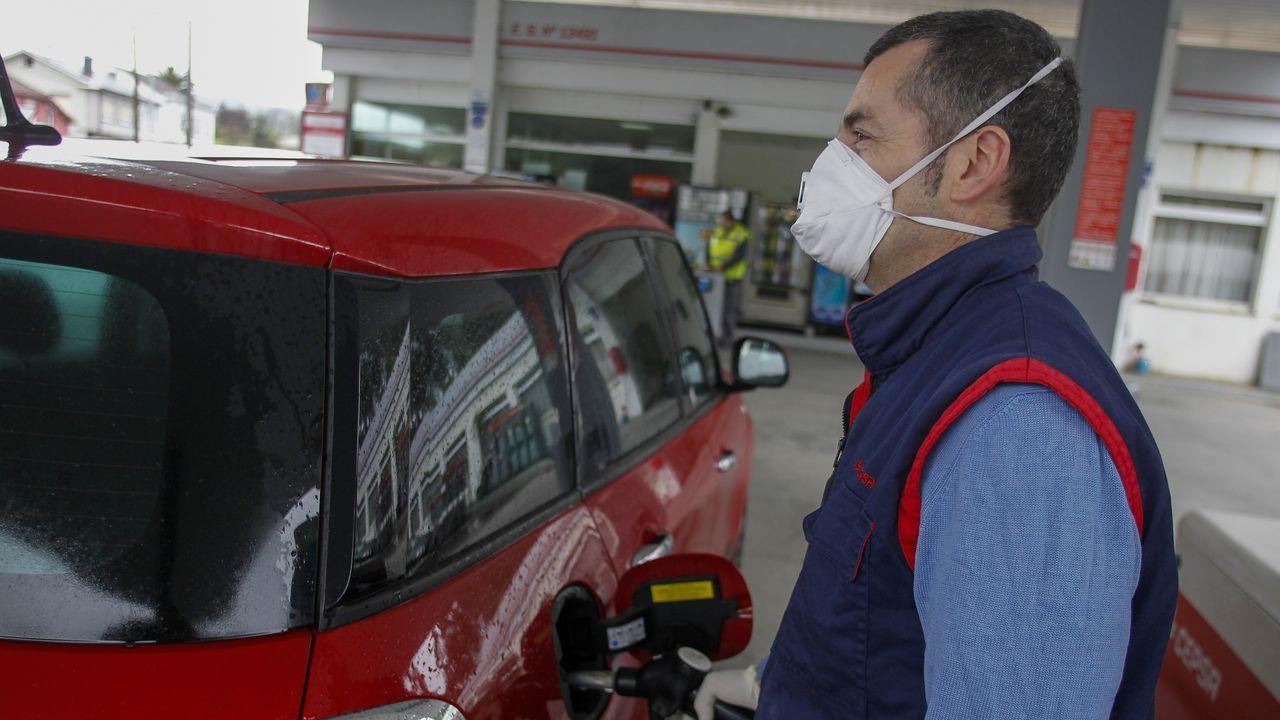 Transportistas: los que nunca se confinan.Arturo Barreiro, gerente de una gasolinera en Ferrol