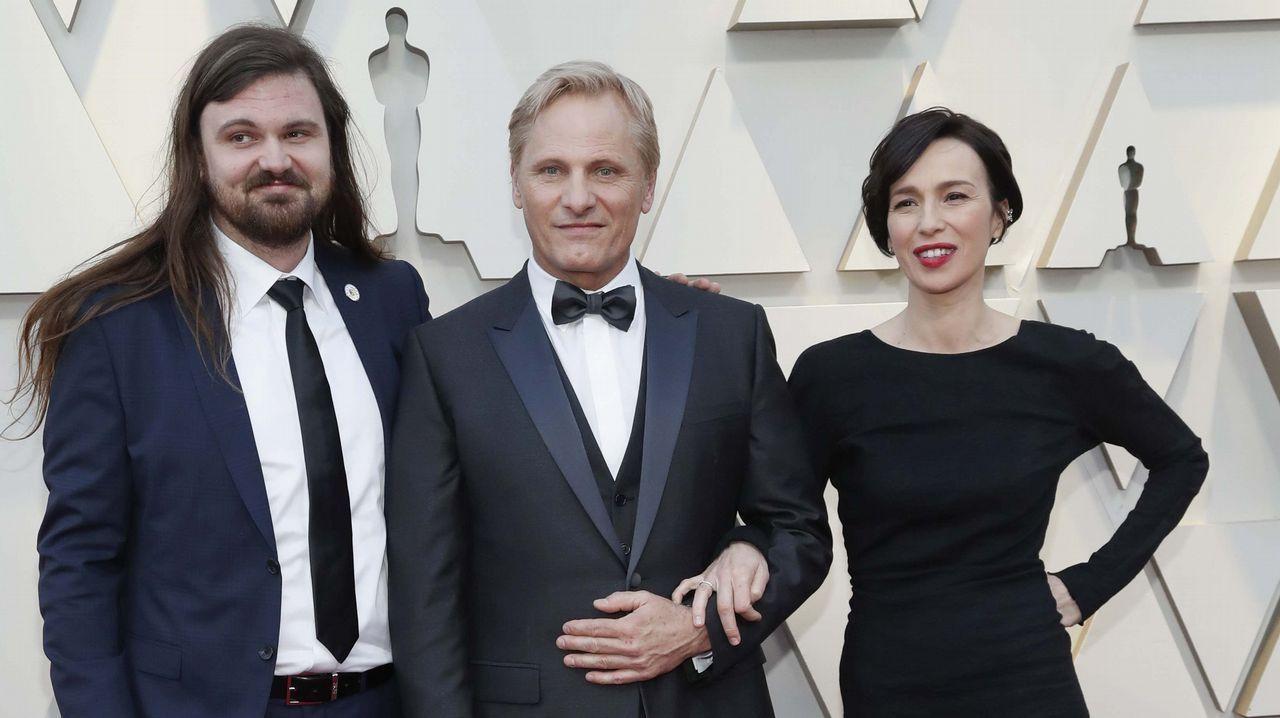 Viggo Mortensen, con su hijo Henry y su pareja Ariadna Gil .Viggo Mortensen, su hijo Henry y Ariadna Gil