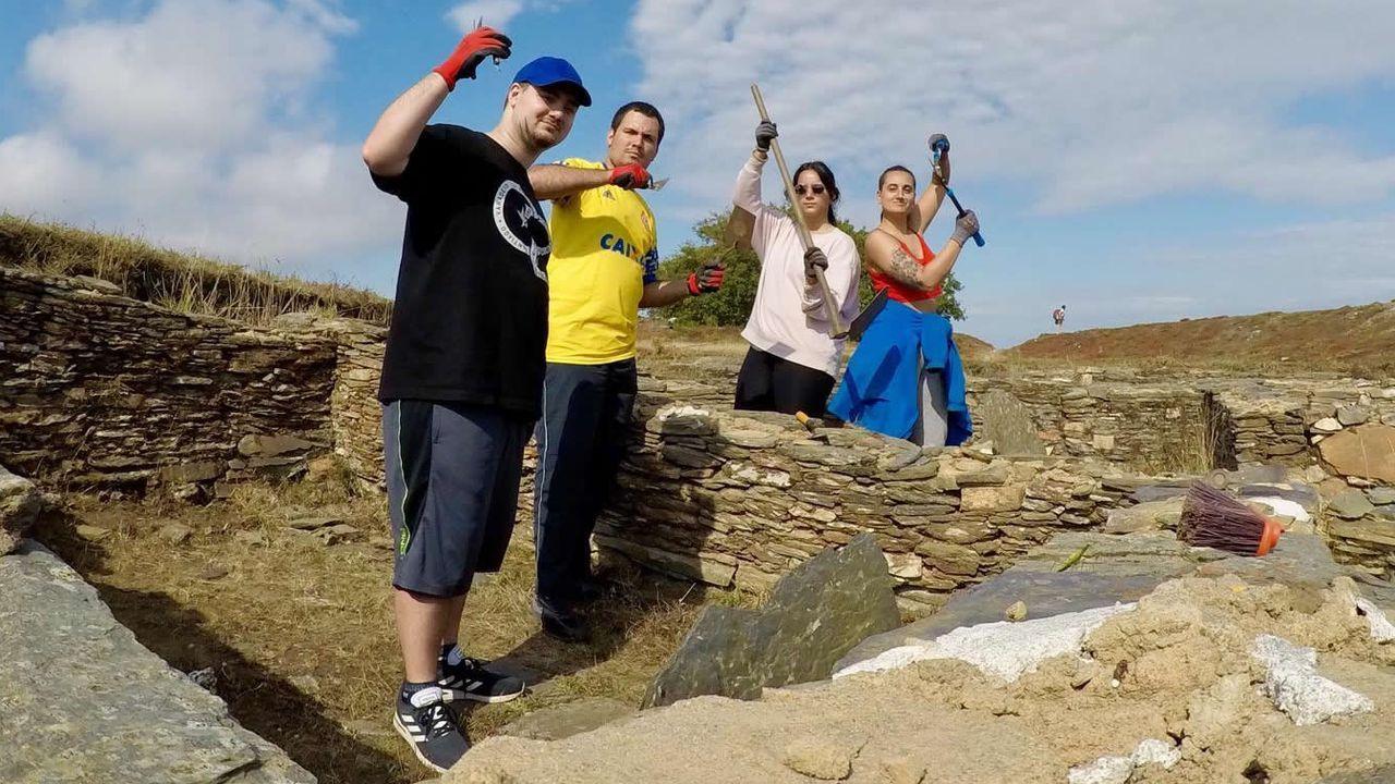 Las imágenes de las Meninas de Canido 2019.Luis Lópes, con camiseta amarilla, con origenes en Gondomar