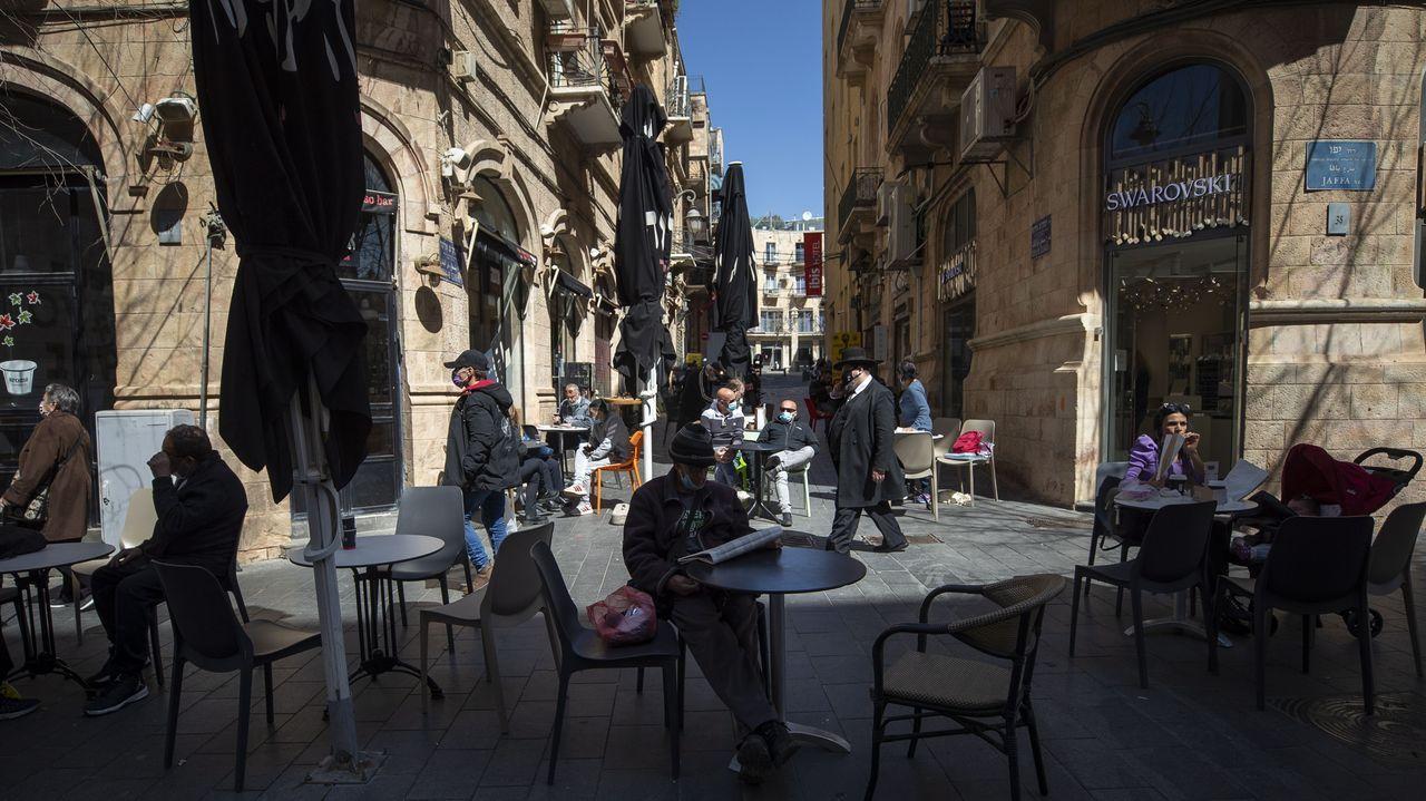Israel se quita la mascarilla en las calles.Yair Lapid, líder opositor centrista, durante la noche electoral