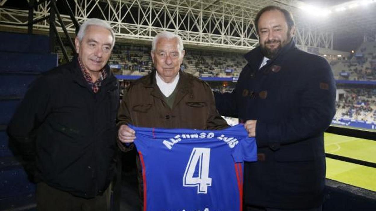 Alfonso Luis Pérez, en el centro, junto a Menéndez Vallina