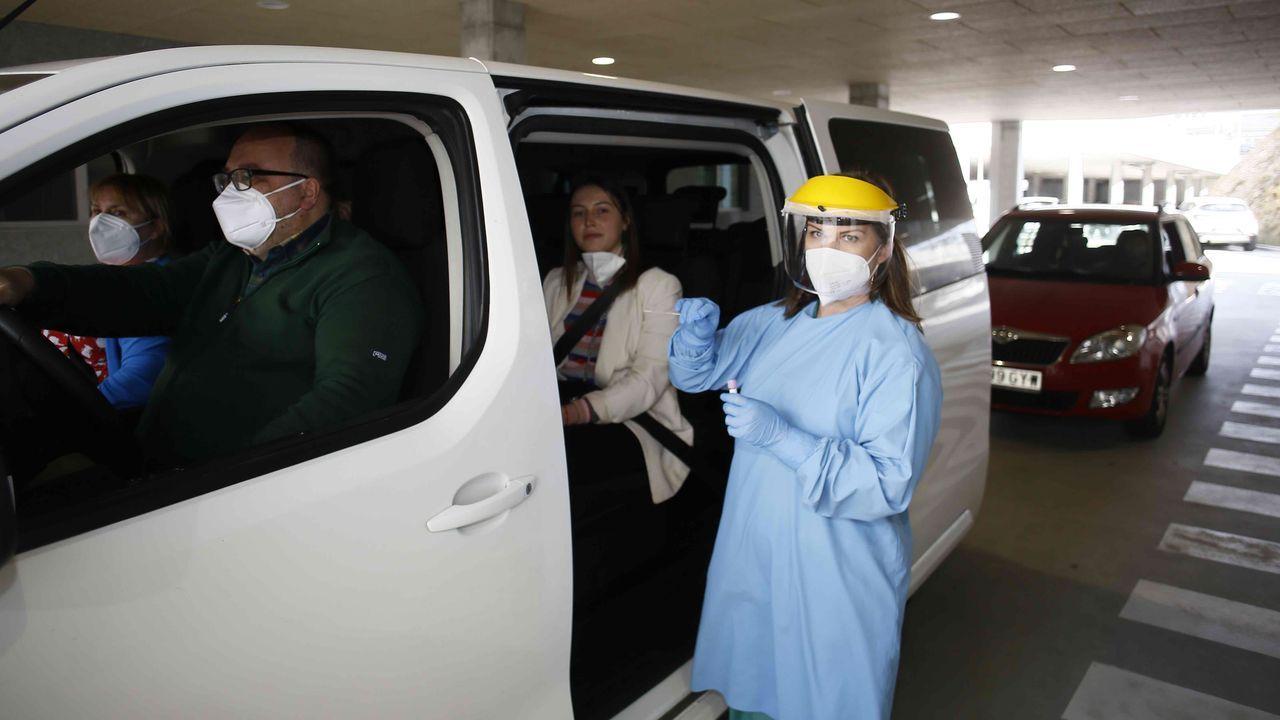 El Hospital Público da Mariña sigue vacunando frente al covid-19.Una de las pruebas del cribado en Burela, realizado en el Hospital da Mariña