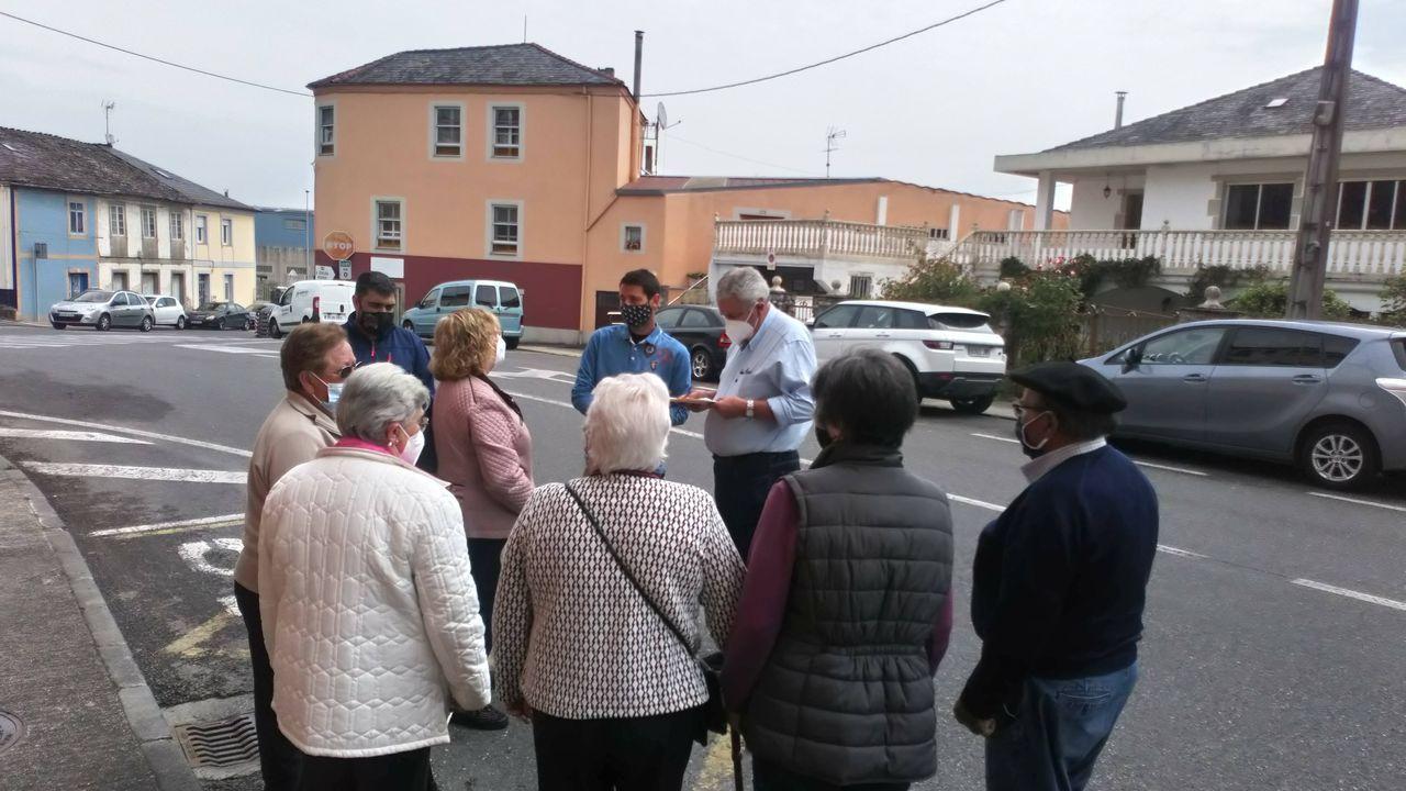 A exposición«50 anos sen troles», en imaxes: así foi a inauguración.Los vecinos del barrio de A Ponte se reunieron con la Federación