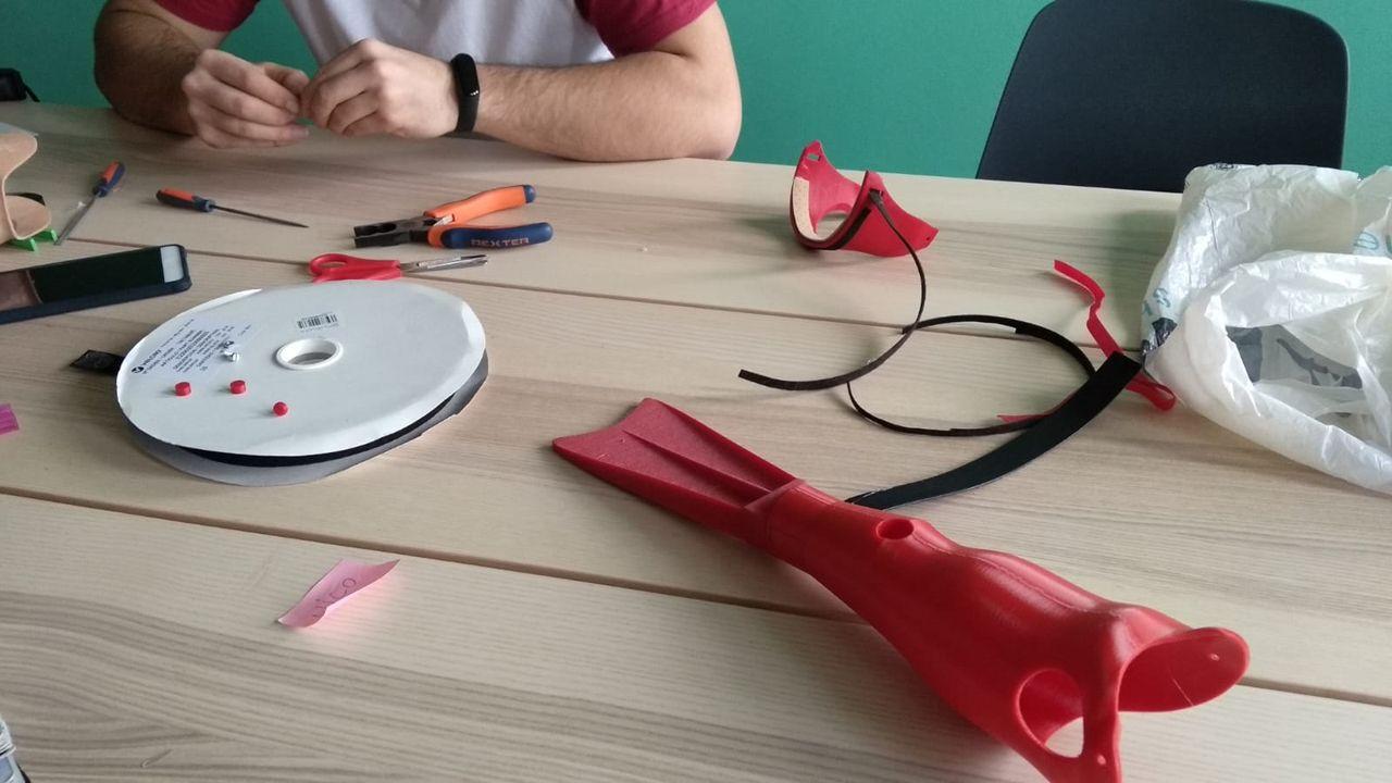 Prótesis de una aleta de natación realizada en «Supergiz» en una impresora 3D
