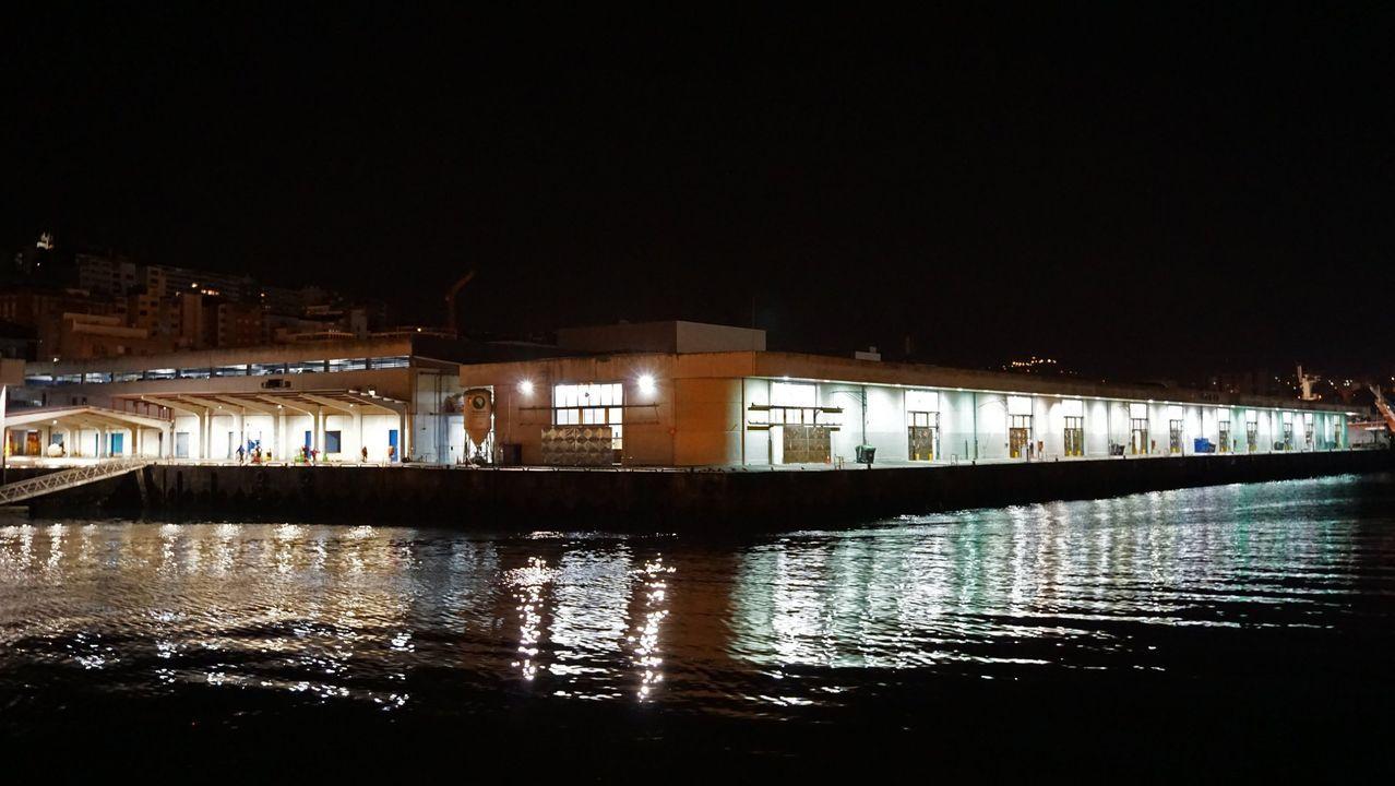 Muelle de descarga de pescado en O Berbés