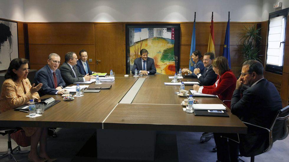 Gaspar Llamazares y Javier Fernández.Presentación de la enmienda de militantes socialistas por el asturiano