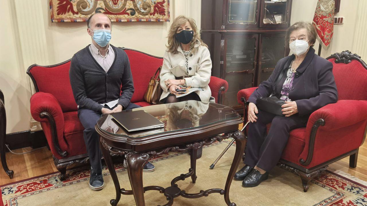 Jácome recibió a Milagros Sierra y María Isaura Cid, de la asociación de vecinos Lonia