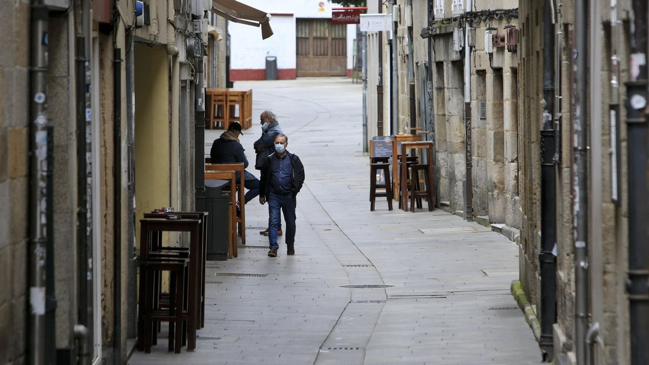 Rocío Seijas sucede a Gato en la alcaldía de Monterroso.La Rúa Nova, con escasas terrazas en su zona más estrecha