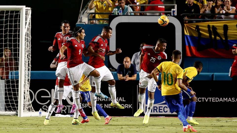 El abrazo entre Neymar y Zúñiga