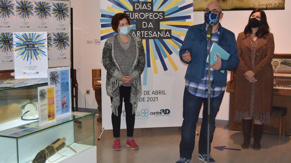 Carmen Fieiras, Efrén Castro e Idoia Cuesta, na presentación