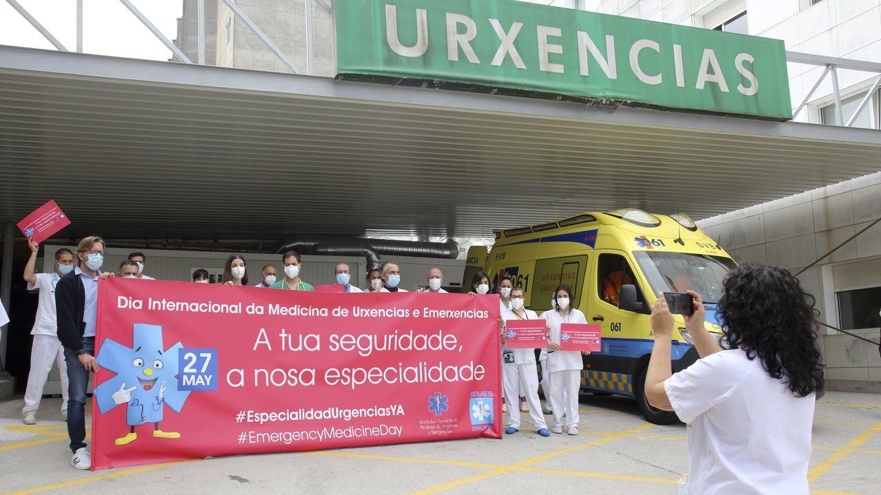 Los servicios de urgencias de Galicia reclaman la especialidad.Protesta en el CHUO para pedir un MIR de Urgencias