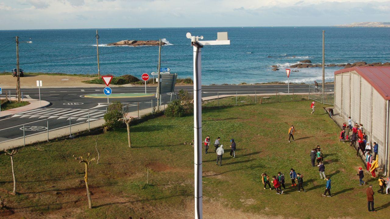 La borrasca «Karim» desploma el techo del polideportivo de El Berrón.La imagen del satélite muestra la posición actual de la borrasca Karim