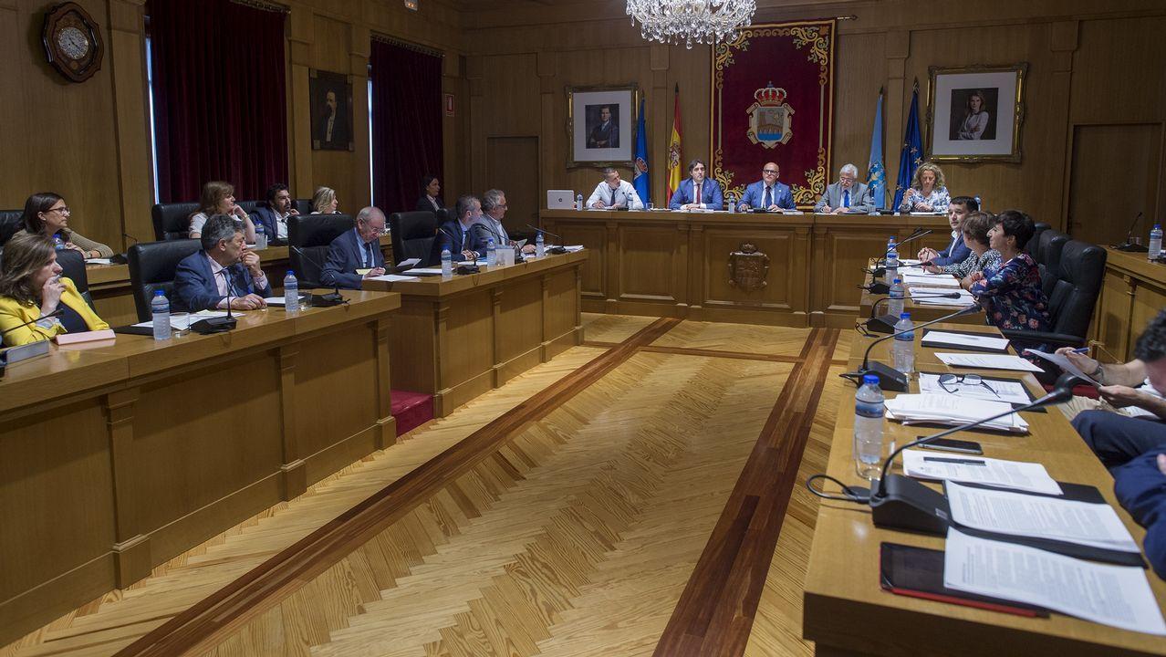 La 40ª edición de la Travesía a nado El Corte Inglés de Vigo, en imágenes.Natalio Grueso a su llegada a los juzgados