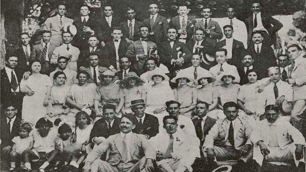 Miembros de la sociedad Valle de Lemus en una celebración en La Habana en 1923