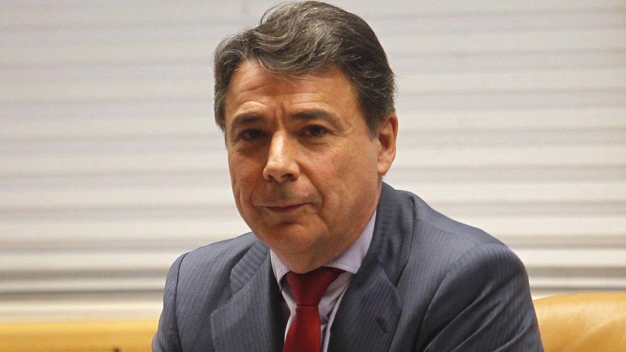 Ignacio González abandona la prisión en un lujoso Jaguar.Ignacio González