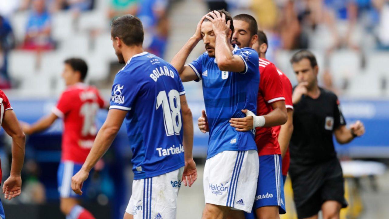 Toche Christian Fernandez Real Oviedo Zaragoza Carlos Tartiere.Toche se lamenta de una ocasion fallada ante el Zaragoza