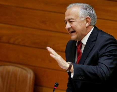 «Rebélate, Galiza ten que estar!».El presidente de la Xunta, Alberto Núñez Feijoo, durante el debate con el portavoz del PSdeG, José Luis Méndez Romeu.