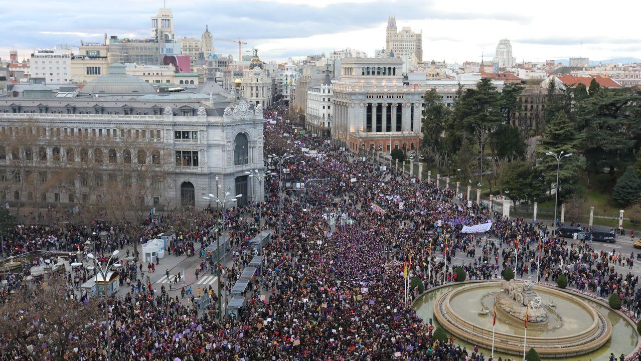 Gobierno y autonomías acuerdan que los alumnos pasen de curso, salvo casos excepcionales.Manifestación del 8M en Madrid