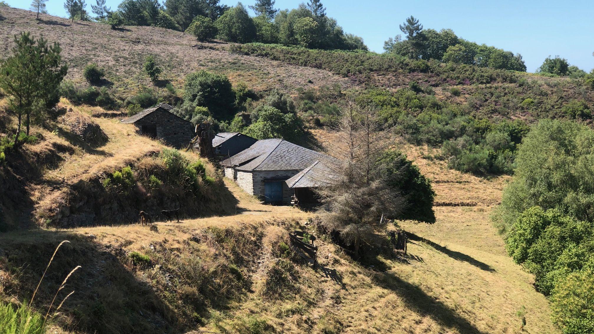 La aldea situada entre Oscos y Trabada está en venta