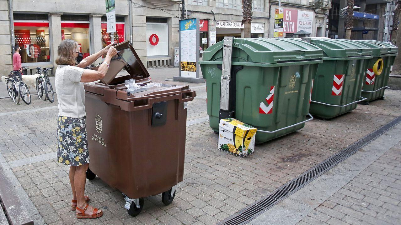 Vecino de Carballad, una parroquia pegada a Sarria, donde solo cuentan con contenedores verdes