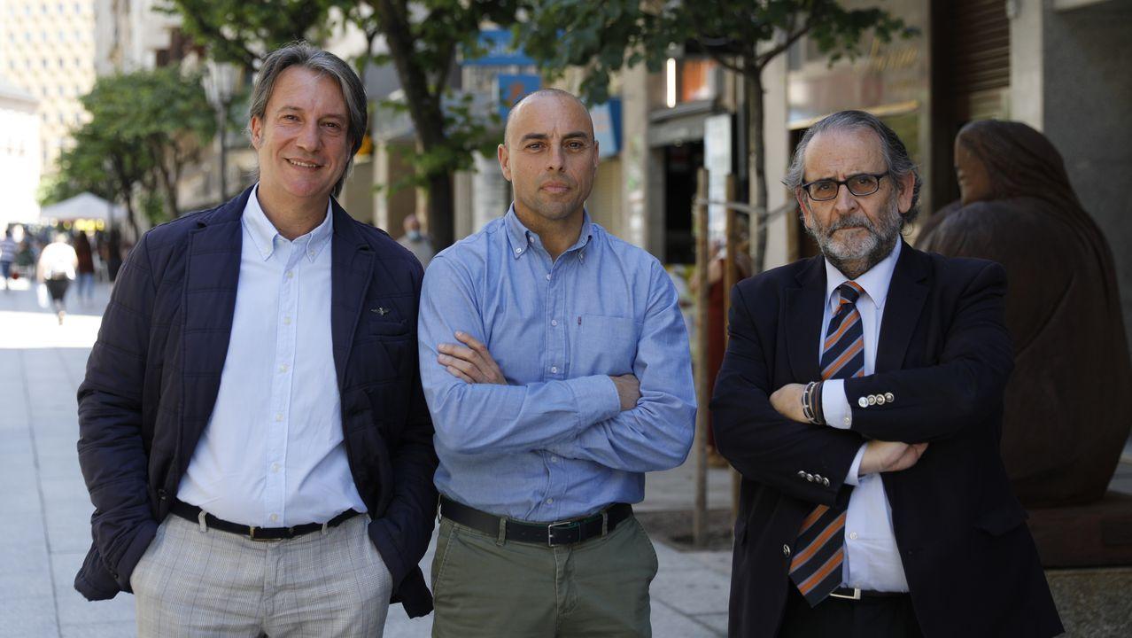 jardin.Juan Carlos Moreiras y Luis Gómez, de API, y Pedro Seara, de Fincas Urbanas